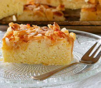 Mandelkuchen vom Blech: Super saftiges Rezept wie vom Bäcker