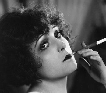 Comment réaliser le maquillage des années 20 ?
