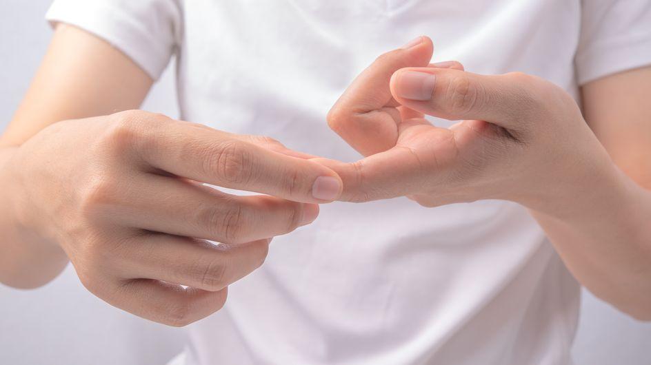 Mani gonfie: le cause più comuni ed i rimedi naturali più efficaci