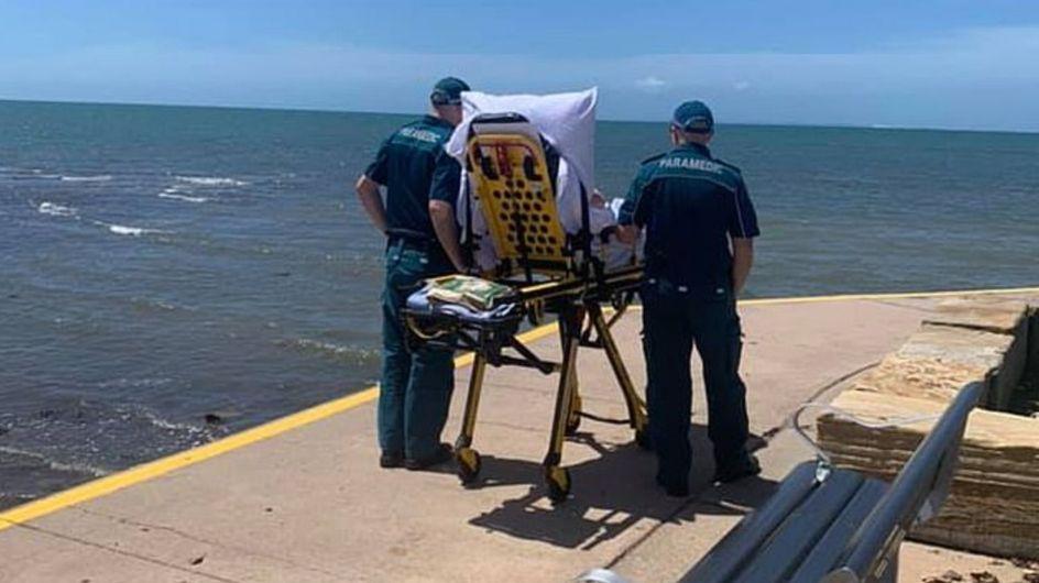 L'émouvante histoire derrière l'image virale de ces ambulanciers et leur patient