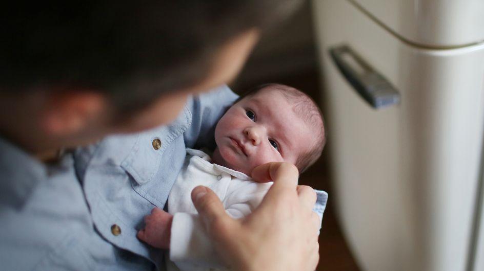 Étonnant : l'anxiété des papas durant l'enfance aurait des conséquences positives sur le cerveau de leur bébé