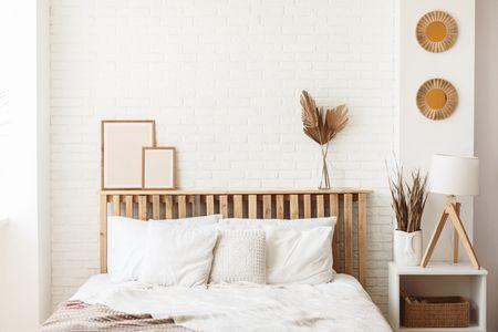 come arredare una camera da letto: testata in legno