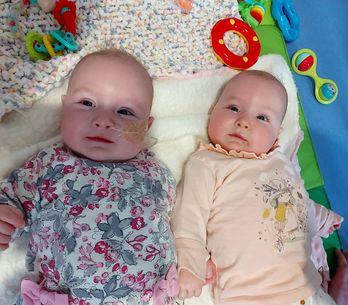 À 8 mois, ses jumelles sont atteintes d'une leucémie : cette maladie est notre