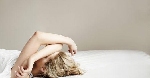 Réveil nocturne : pourquoi survient-il et comment le stopper ?