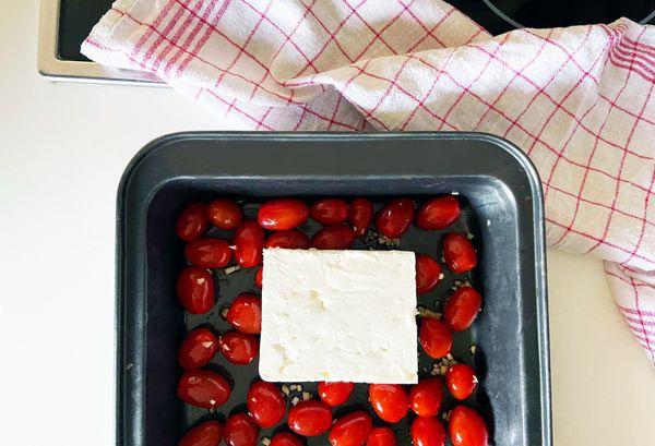Nudeln mit Feta & Tomaten: Was taugt das TikTok-Rezept?