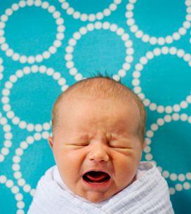 Sindrome del bambino scosso: cos'è e quali danni comporta lo scuotimento violent