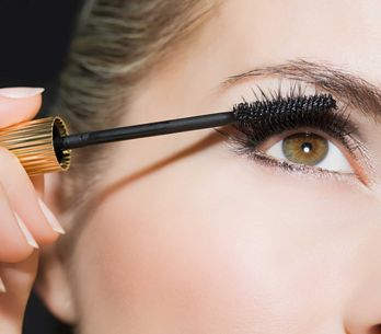 Mega-Hype: Diese Trend-Mascara zaubert Wimpern mit Wow-Effekt