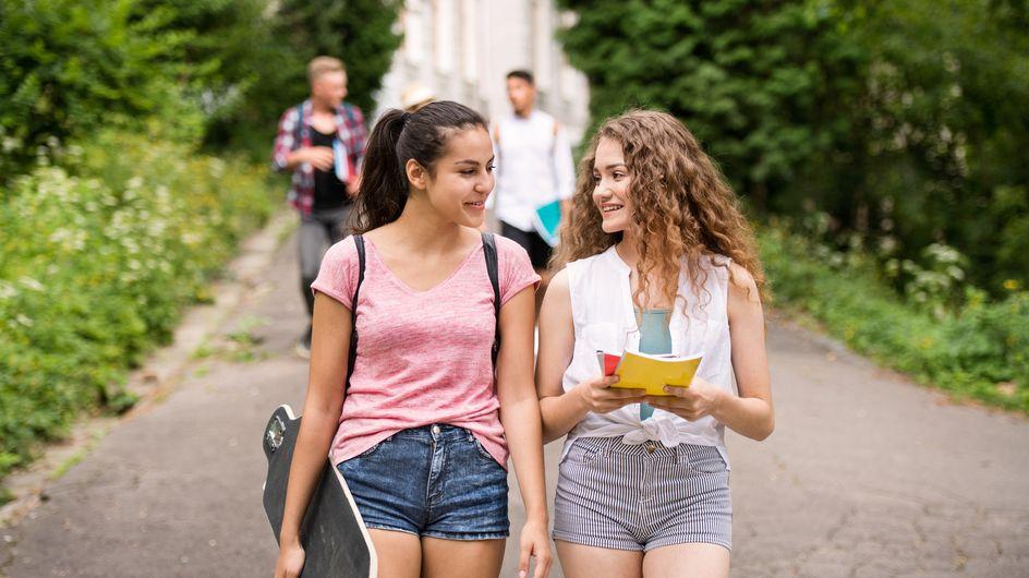 """Sexisme : une école veut interdire """"les décolletés et blouses très courtes attirant le regard masculin"""""""