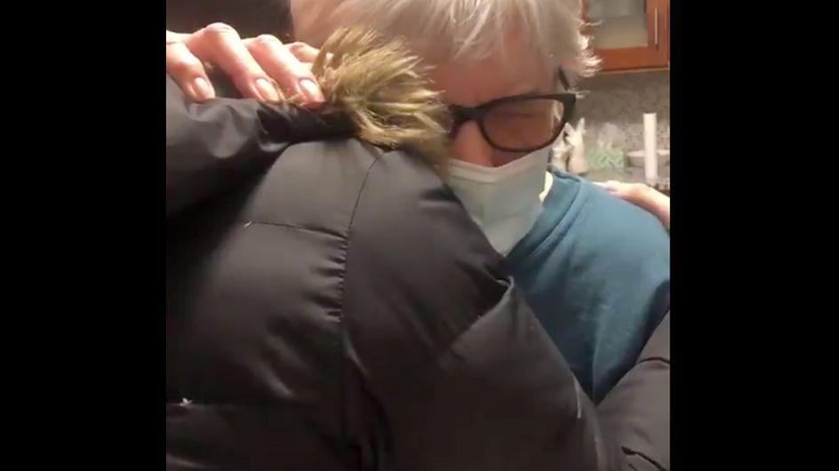 Adorable : cette grand-mère reçoit une prescription pour «câliner sa petite-fille» après son vaccin