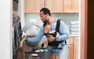 Non, il ne faut jamais utiliser d'adoucissant sur les vêtements de bébé. Un expe