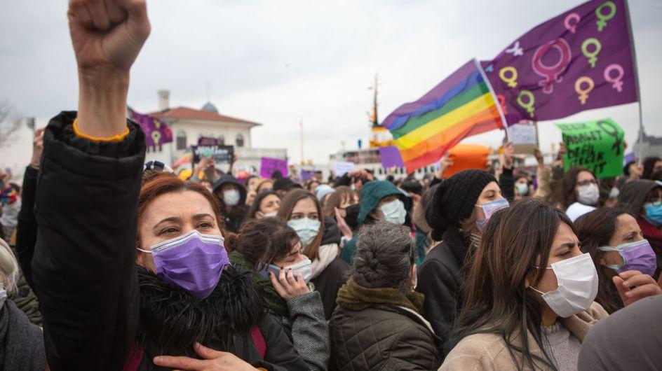 """La France """"solidaire des femmes turques"""" après l'abandon de la Convention d'Istanbul"""