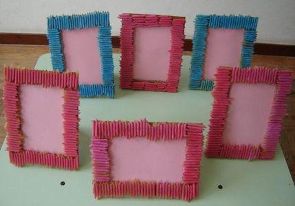 lavoretti festa della mamma: cornice con pasta colorata