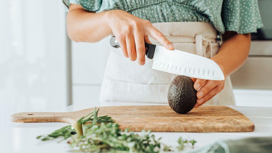 Comment enlever les traces de couteau sur une planche à découper ?