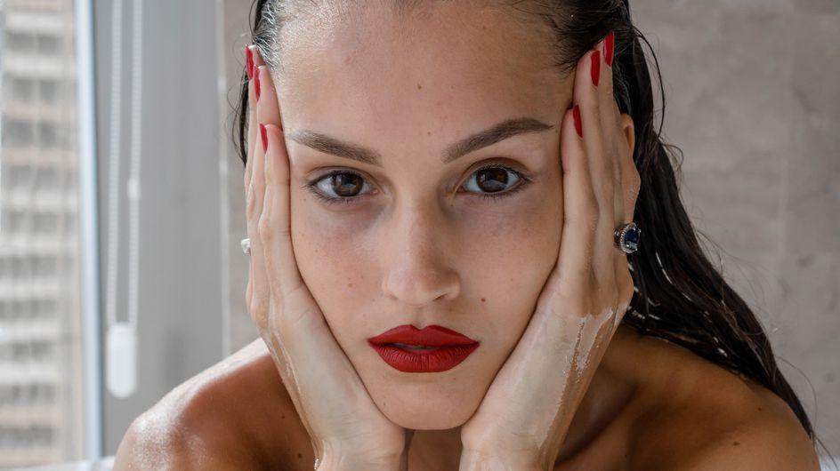 Ces erreurs make-up qui nous donnent l'air fatigué·e