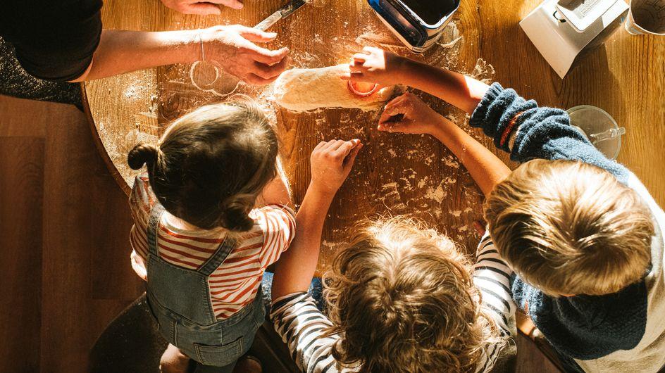 Cuisiner en famille : quelles tâches confier aux enfants de 3 à 5 ans ?