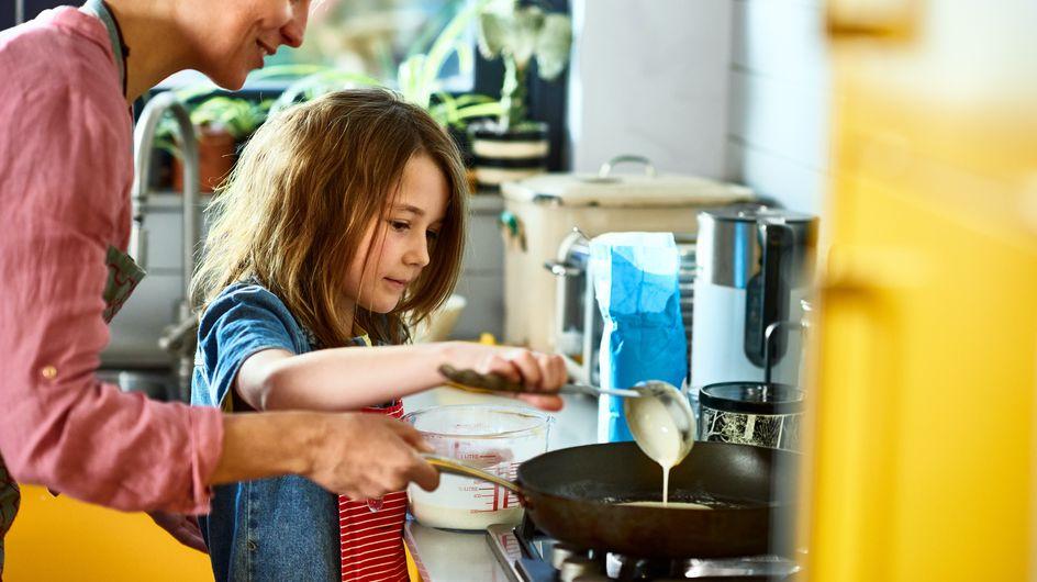 Quelles tâches confier aux enfants de 6 à 10 ans en cuisine ?