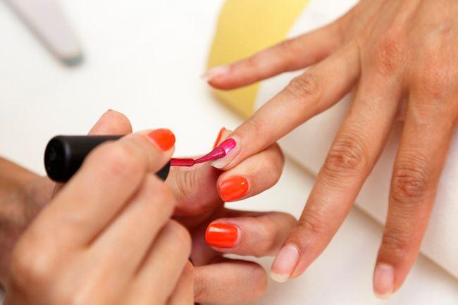 Ricostruzione unghie: i colori