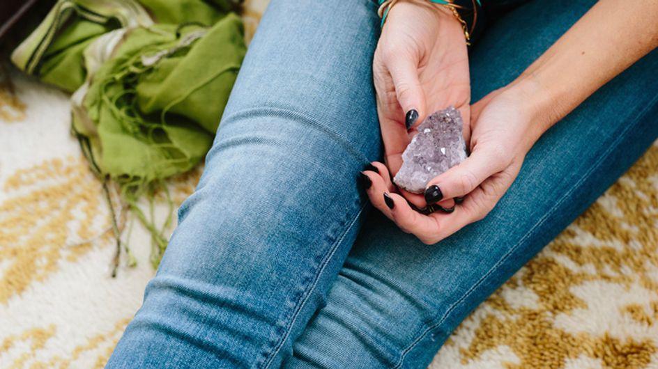 Acquario pietra portafortuna: dal Cristallo di Rocca al topazio e al rubino, tutte le pietre benefiche di questo segno zodiacale