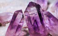 Ametista: ecco le proprietà della pietra viola simbolo di rinascita e perdono