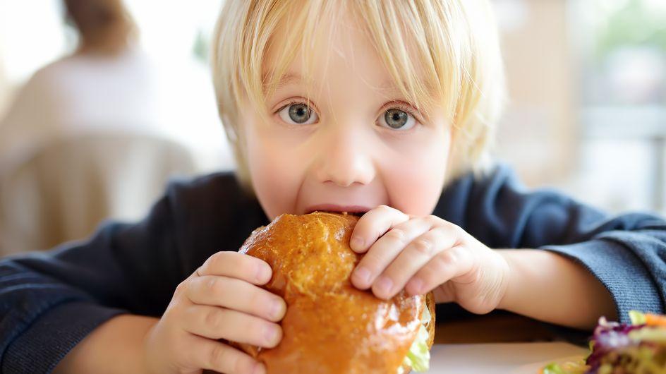 Cette étude révèle un effet méconnu et dangereux de la malbouffe sur les enfants