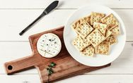 I cracker fanno ingrassare o si possono mangiare quando sei a dieta?