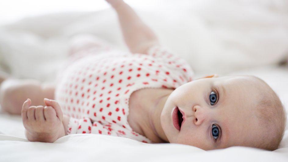 Développement moteur : à quel âge bébé se retourne-t-il et comment l'aider ?