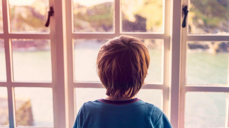 """""""Papa a fait une grosse bêtise"""" : le témoignage bouleversant d'un enfant qui a vu son père tuer sa mère"""