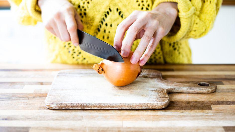 On a découvert la technique pour découper les oignons sans pleurer !