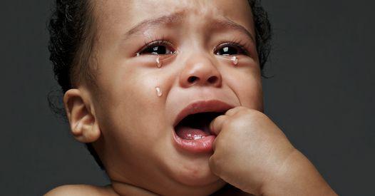 Une mère de famille interpellée pour avoir suspendu son bébé par le balcon