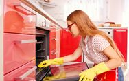 Pulire forno incrostatissimo: quale può essere una strategia efficace per pulirl