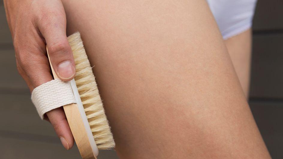 Dry Brushing: tutti i benefici della tecnica per esfoliare il corpo