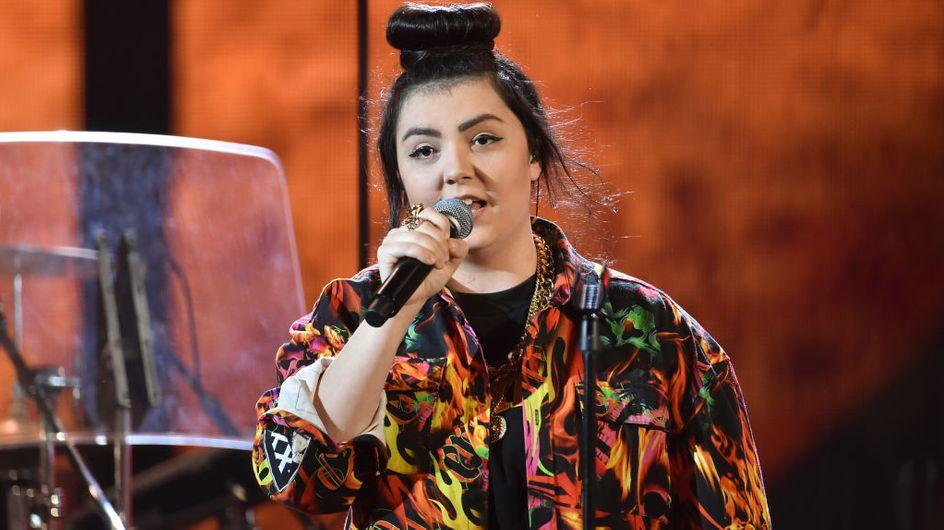 """""""On m'a laissée pour morte"""" : agressée parce que lesbienne, la chanteuse Hoshi raconte"""