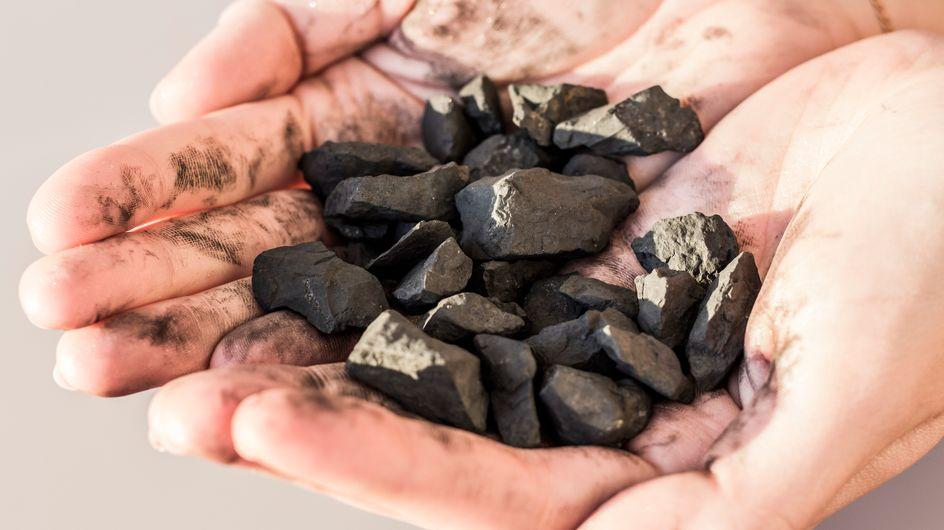 Shungite: la pietra della vita ricca di proprietà e benefici di cui non puoi fare a meno