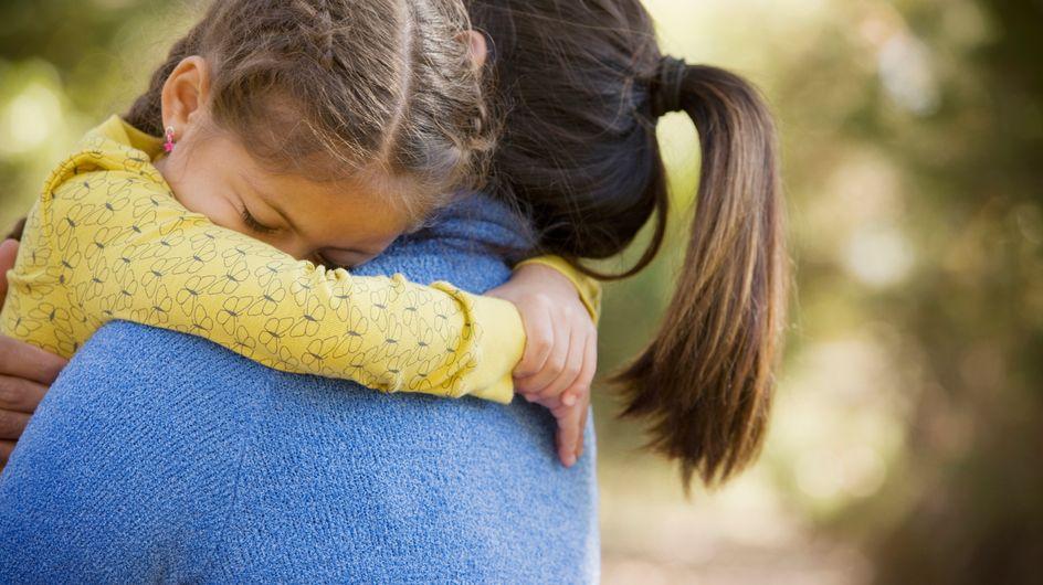 Depuis que sa plainte pour agressions sexuelles sur sa fille est classée, cette mère est en fuite avec son enfant