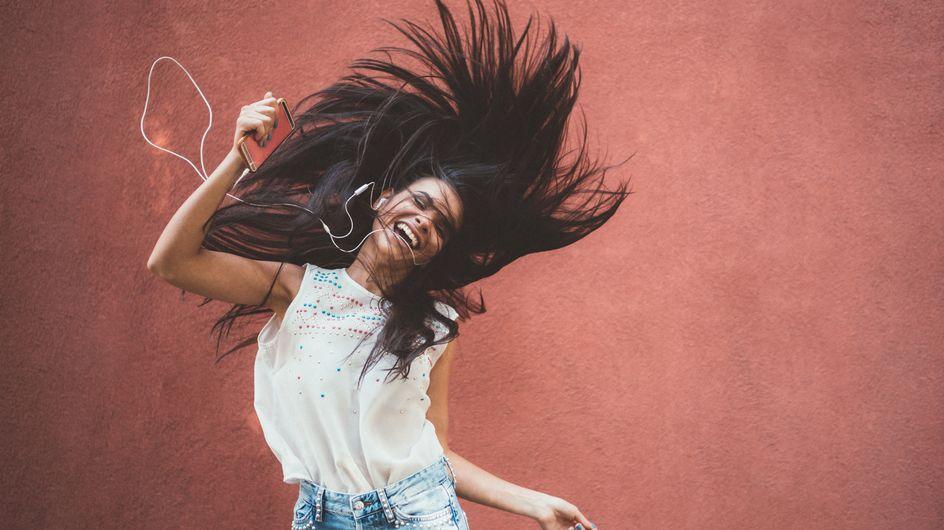 Canzoni allegre: i brani da ascoltare per ritrovare il buonumore