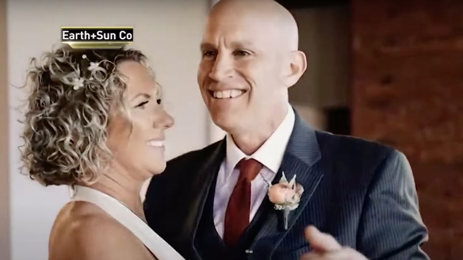Malade d'Alzheimer, il tombe amoureux de sa femme une deuxième fois et l'épouse