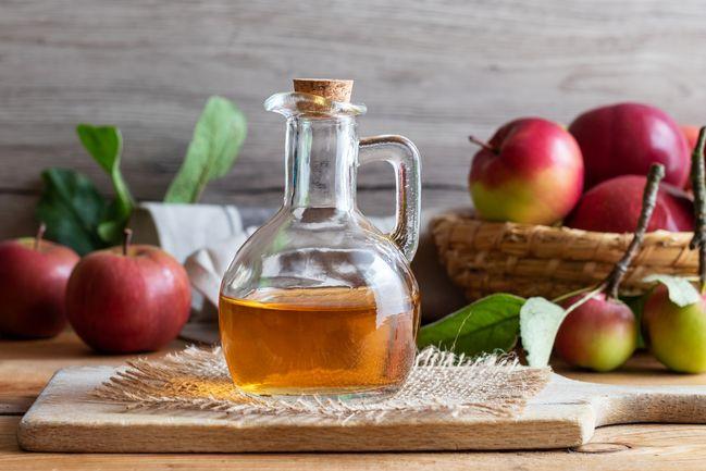 aceto di mele sui capelli: benefici a costo quasi zero