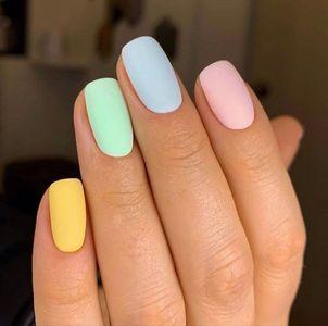 unghie estate 2021: colori pastello