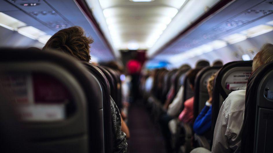 Une ado agressée sexuellement dans un avion, personne ne lui vient en aide