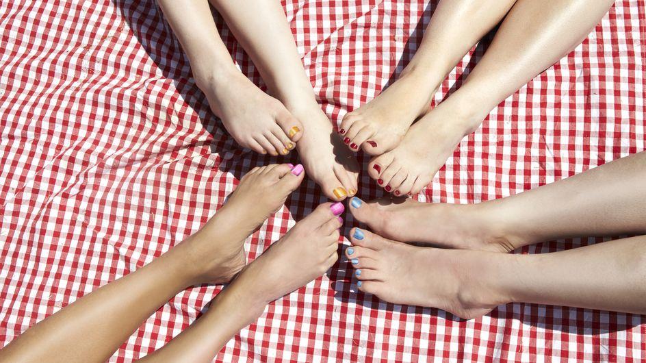 Le peeling pour les pieds, ce produit miraculeux qui promet des petons de bébé