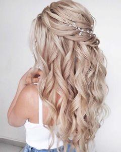 acconciature sposa capelli lunghi: il semiraccolto