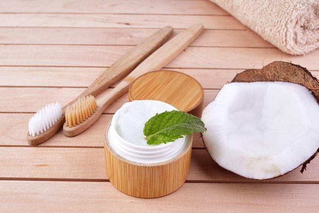 olio di cocco denti: come si usa per gli sciacqui in bocca