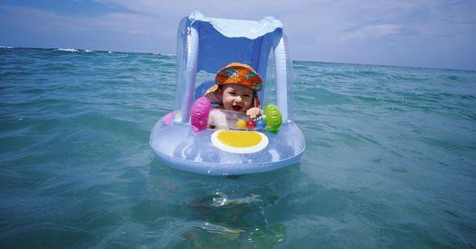 Un bébé secouru en mer après avoir flotté sur près d'1 km sur sa bouée gonflable