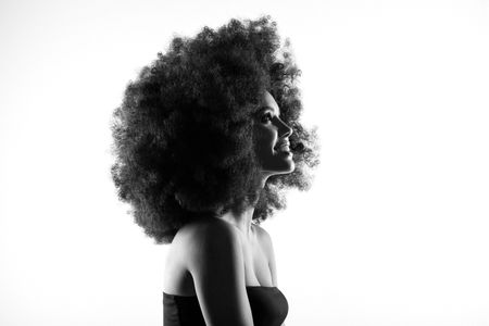 capelli anni 70: extra lunghezze ed effetto mosse sono tra i beauty trend degli anni 70