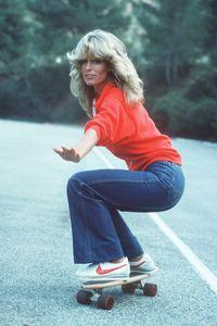 capelli anni 70: i capelli mossi dalla piega morbida di Farrah Fawcett sono un trend degli anni 70