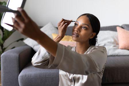 Come fare le sopracciglia: vedi la forma del tuo viso e acquista ciò che serve per farle su Amazon o nei brows bar