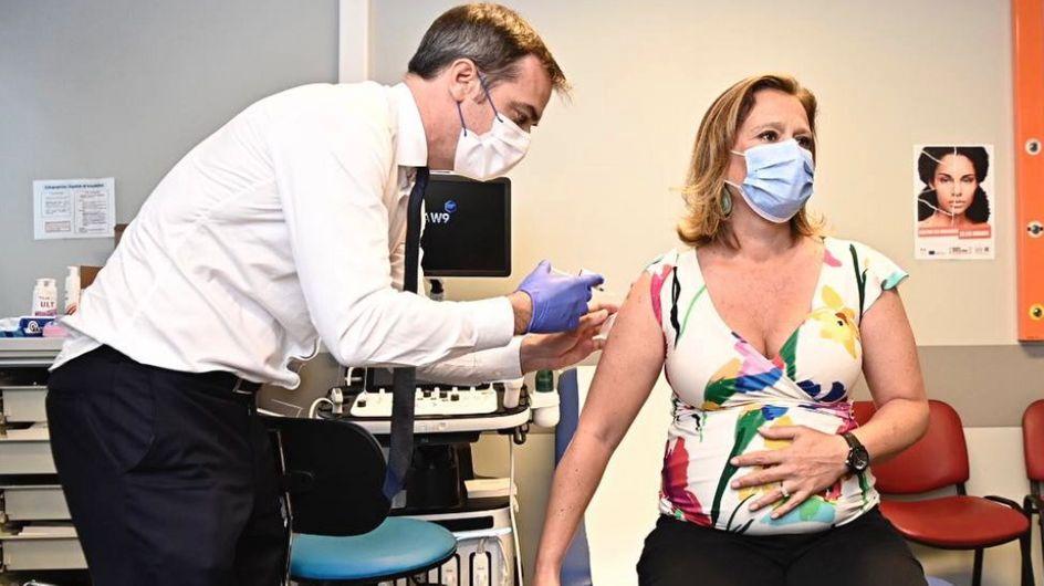 La photo d'Olivia Grégoire enceinte, en train de se faire vacciner, fait polémique