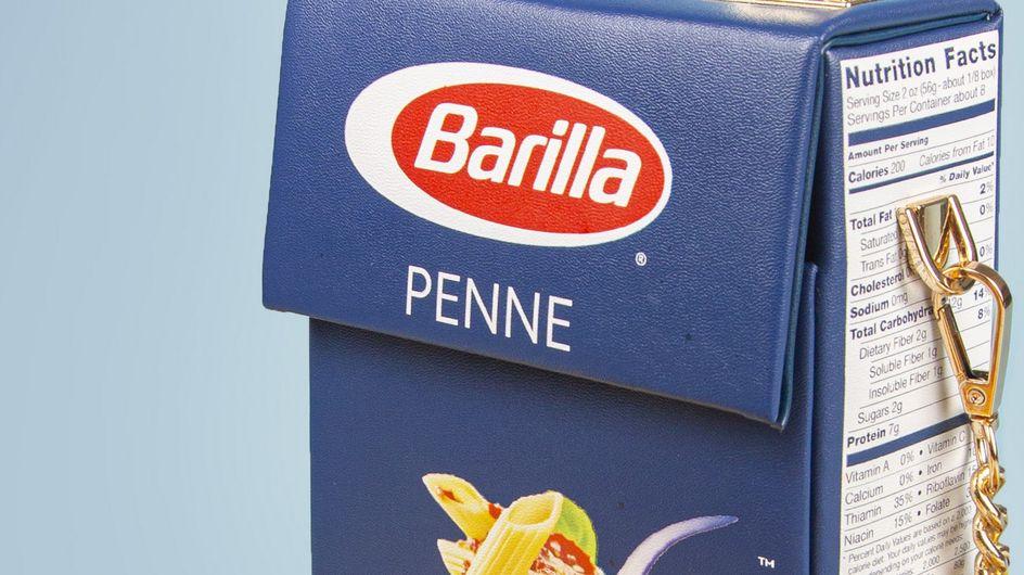 Un designer transforme une boîte de pâtes en sac à main, et c'est d'un goût douteux