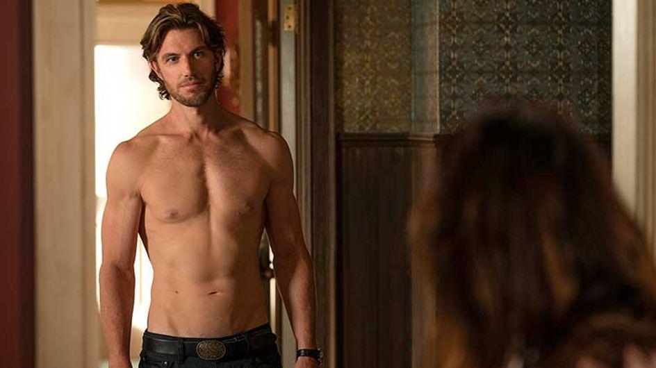 Sex/Life : le sexy Adam Demos dans un nouveau projet Netflix