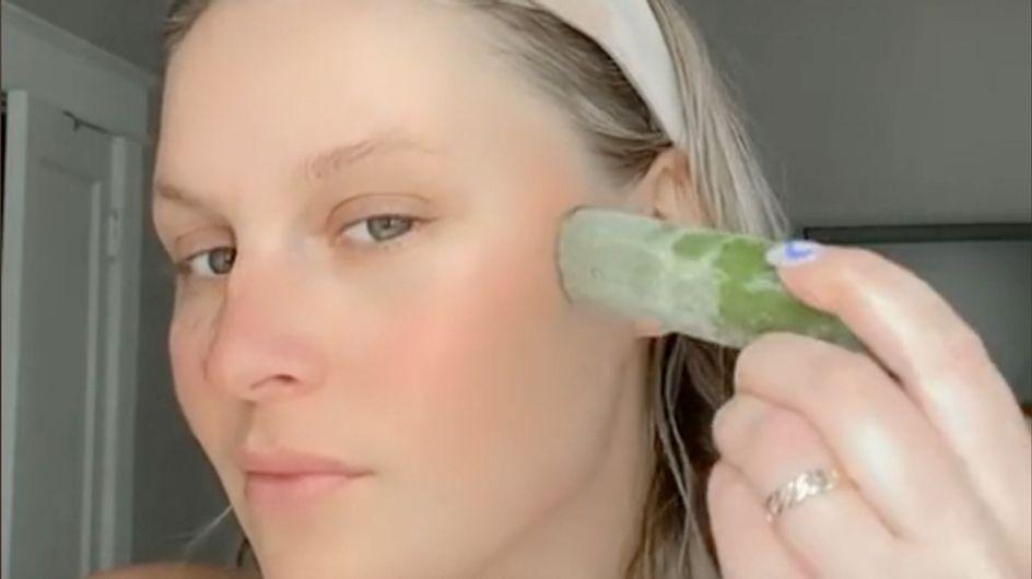 Anti-acné, anti-cernes et poches, raffermissant… le concombre glacé est-il le nouveau rouleau de jade ?